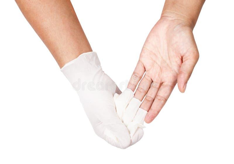 Mão que joga afastado as luvas descartáveis brancas médicas foto de stock royalty free