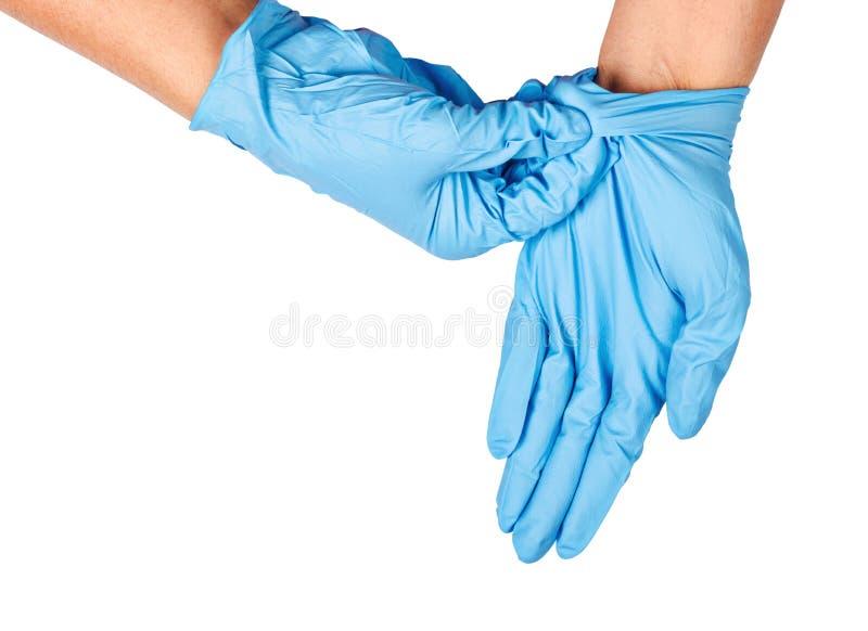Mão que joga afastado luvas descartáveis azuis foto de stock royalty free