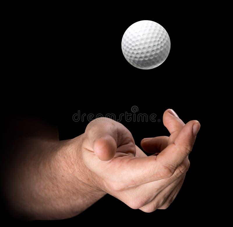 Mão que lanç a bola de golfe ilustração royalty free