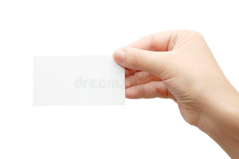 Mão que prende um cartão vazio sobre o branco imagem de stock royalty free