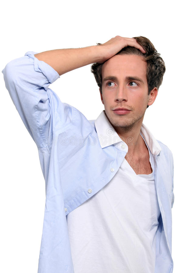 Mão running do homem através do cabelo foto de stock