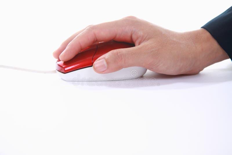 Mão usando o computador do rato foto de stock