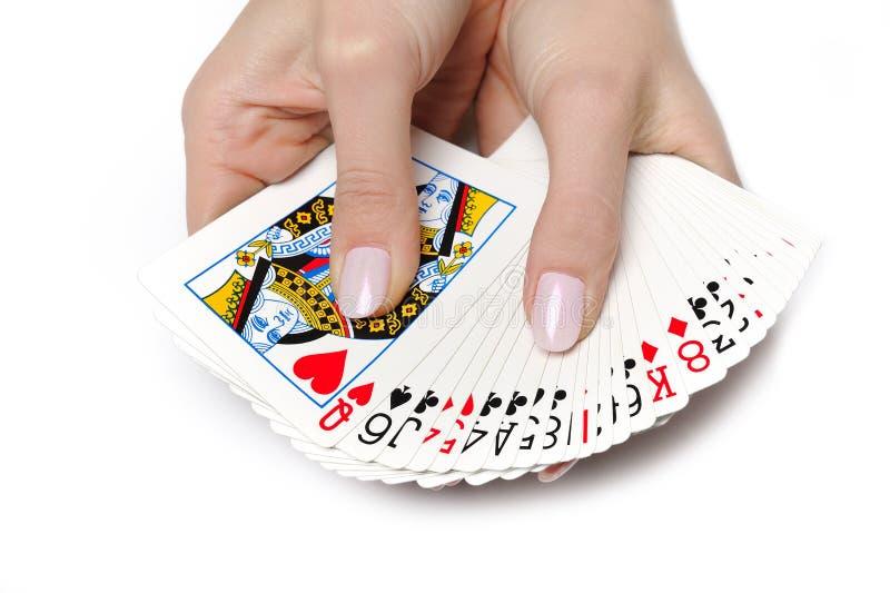 Mãos bonitas com a plataforma de cartões de jogo fotografia de stock
