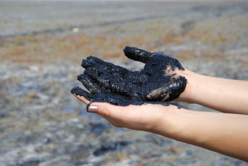 Mãos com lama cura foto de stock