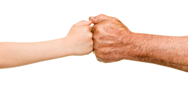Mãos da criança e do ancião imagens de stock