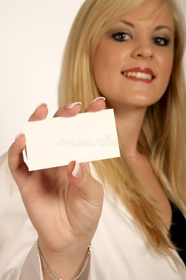 Mãos da mulher de negócios, cartão da terra arrendada da mulher imagem de stock