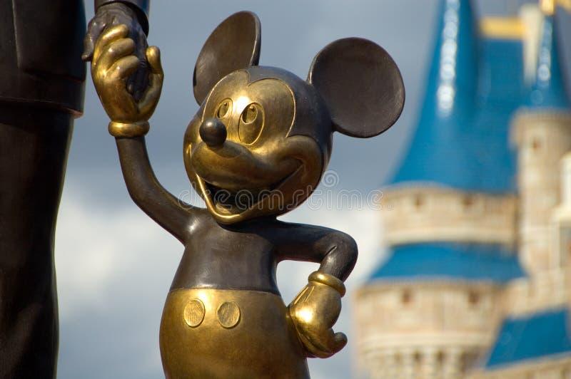 Mãos da terra arrendada de Mickey fotografia de stock royalty free