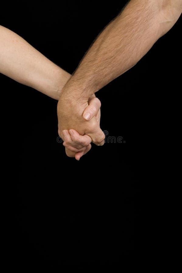 Mãos da terra arrendada do homem & da mulher fotos de stock