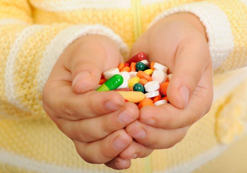 Mãos das crianças com tabuletas foto de stock
