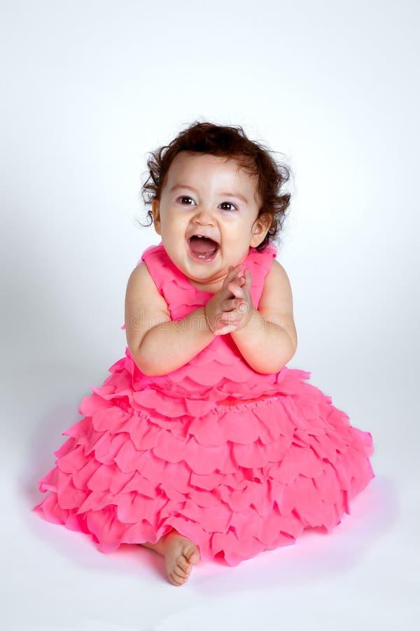 Mãos de aplauso do bebê feliz fotografia de stock