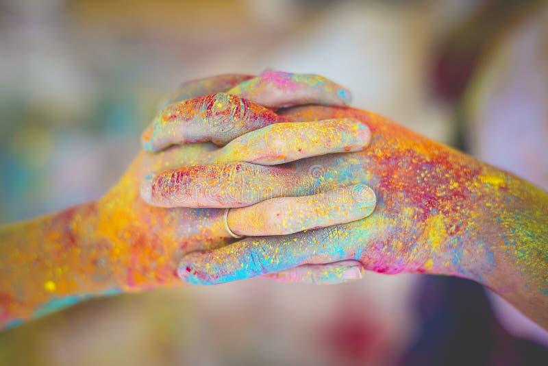 Mãos de Holi fotografia de stock royalty free