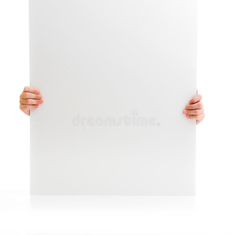 Mãos de uma menina que guarda o cartaz foto de stock royalty free