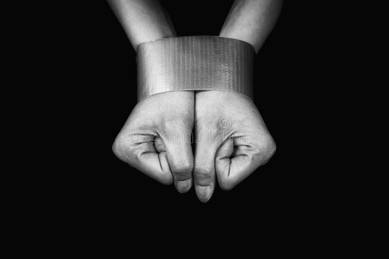 Mãos de uma mulher limitadas com fita fotografia de stock royalty free