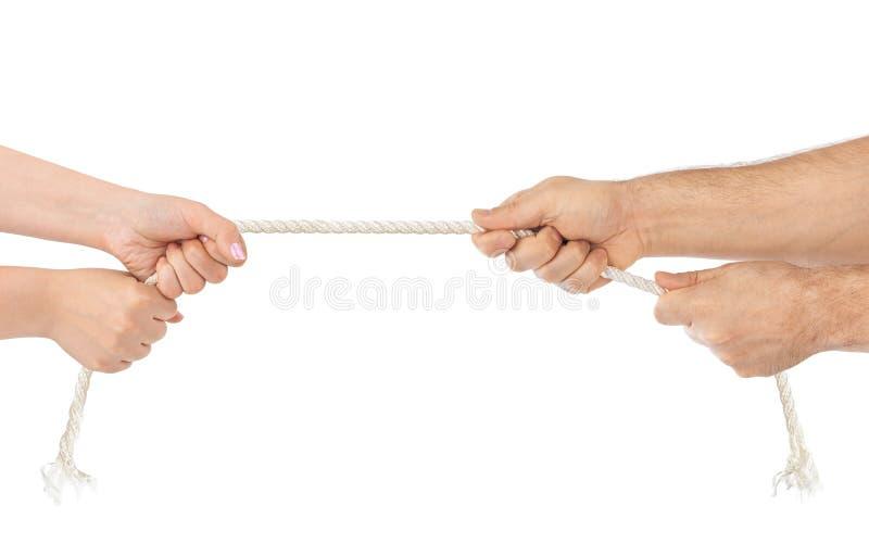 Mãos do homem e da mulher com quebra da corda imagens de stock royalty free