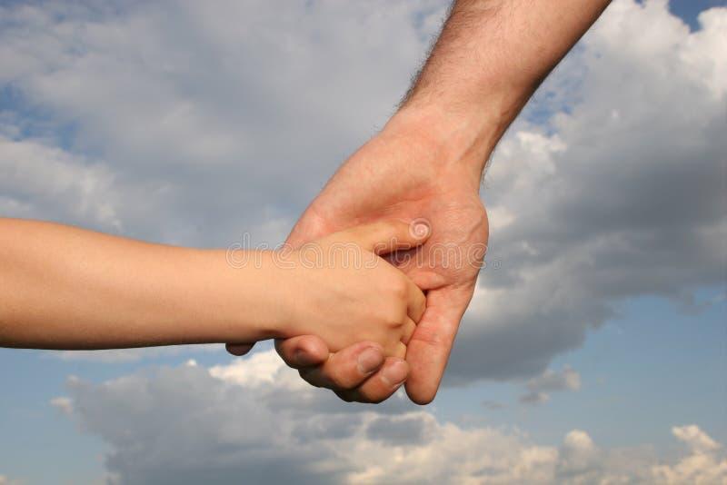 Mãos do pai e do filho
