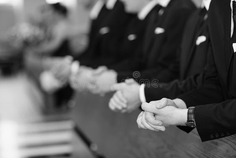 Mãos dos homens em uma igreja foto de stock royalty free