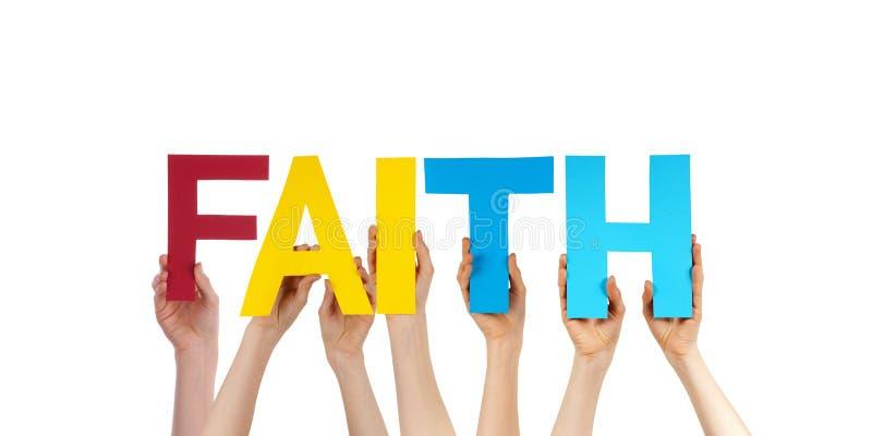 Mãos dos povos que guardam a fé reta colorida da palavra foto de stock royalty free