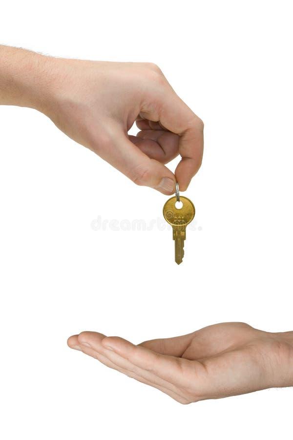 Mãos e chave dourada fotografia de stock