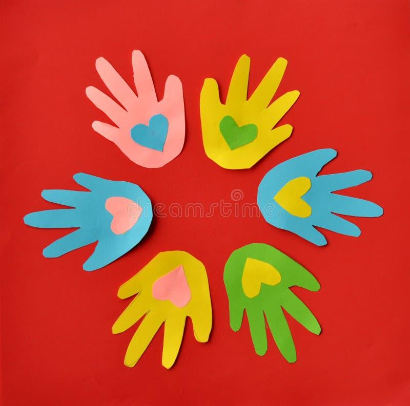 Mãos e corações imagens de stock