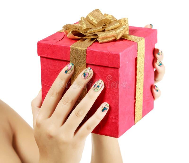 Mãos fêmeas com caixa de presente grande fotografia de stock