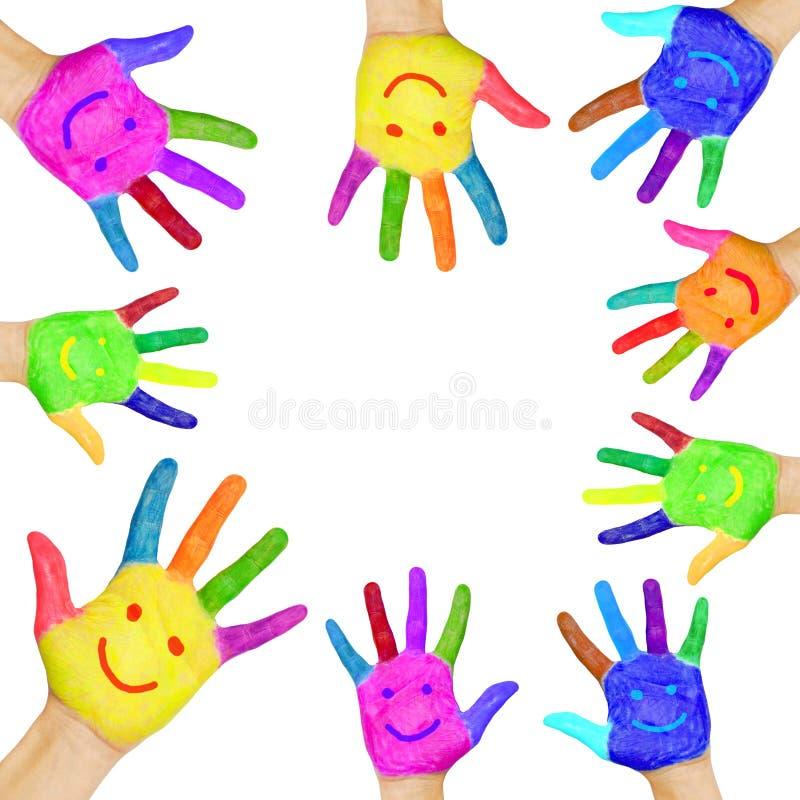 Mãos humanas pintadas na pintura colorida com sorrisos. ilustração stock