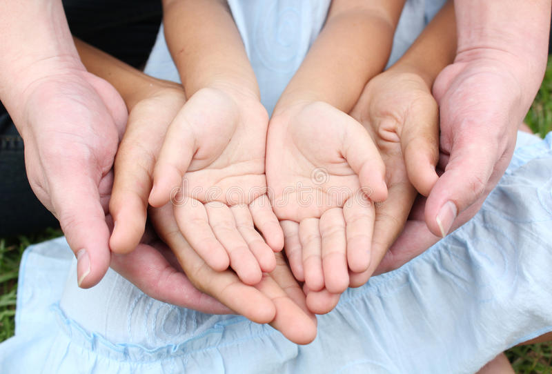 Mãos multiculturais fotos de stock royalty free