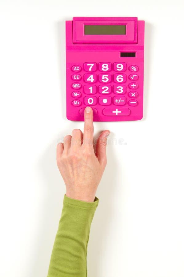 Mãos no revestimento verde e na calculadora vermelha imagens de stock