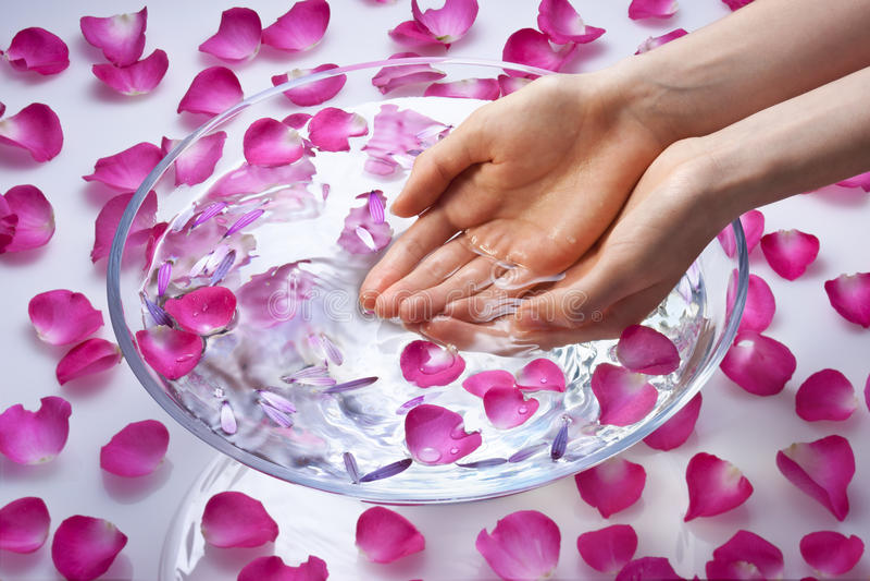 Mãos no tratamento da beleza fotos de stock