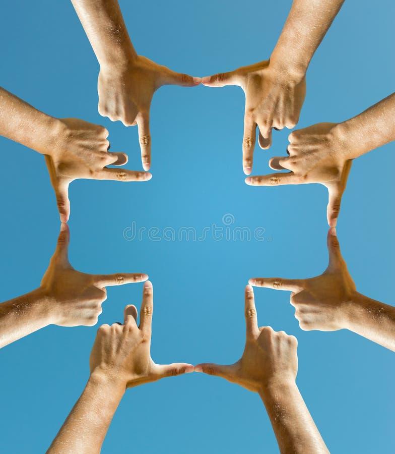 Mãos que fazem uma cruz fotografia de stock