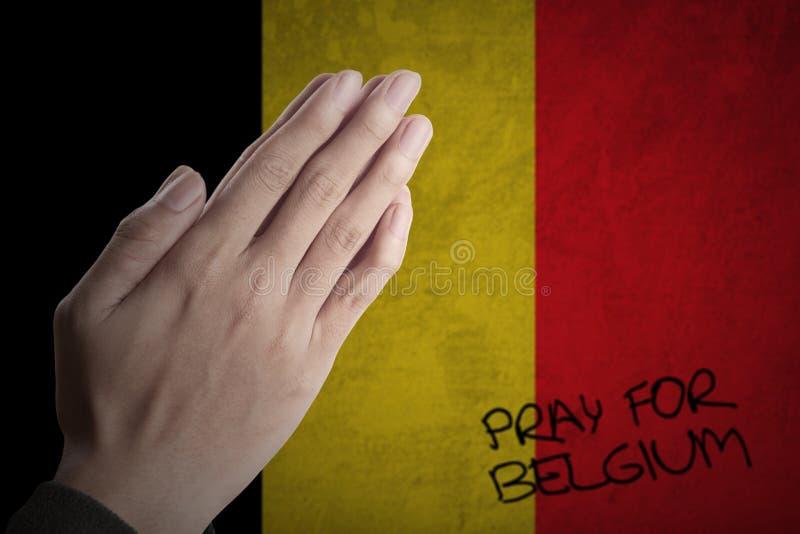 Mãos que rezam para Bélgica fotografia de stock royalty free