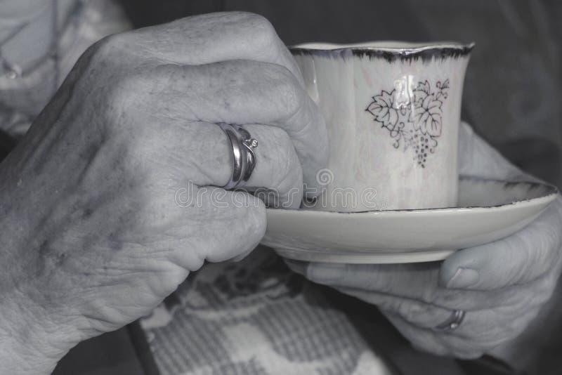 Download Mãos velhas foto de stock. Imagem de mão, tradicional, velho - 65726