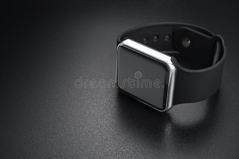 Mądrze wristwatches na czerni fotografia stock