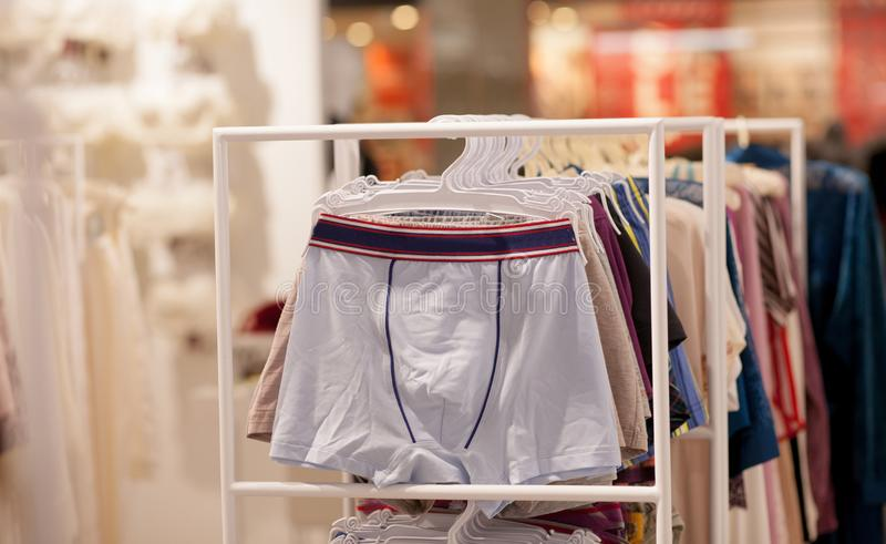 Mężczyzna bielizna w butiku Reklamuje, sprzedaży i mody pojęcie, zdjęcie stock