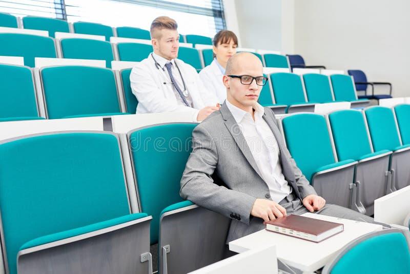 Mężczyzna jako medycyna uczeń zdjęcia royalty free