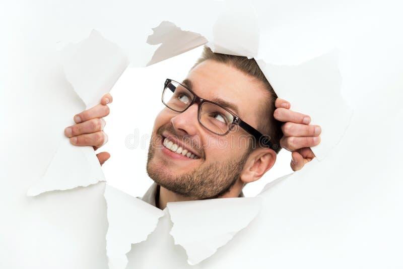 Mężczyzna patrzeje przez dziury w papierze fotografia royalty free