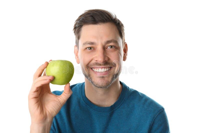 Mężczyzna z doskonalić zębami i zielonym jabłkiem obraz royalty free