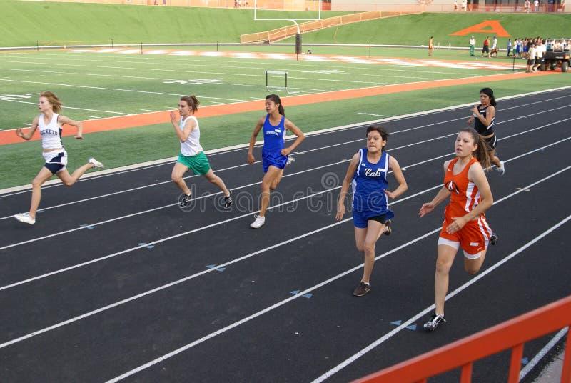 Mädchen 100 Meter-Rennen lizenzfreie stockfotografie