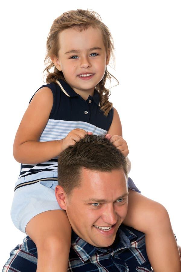 Mädchen auf dem Hals des Papstes stockfotos