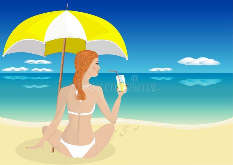 Mädchen auf dem Meer ein Getränk trinkend stockbild