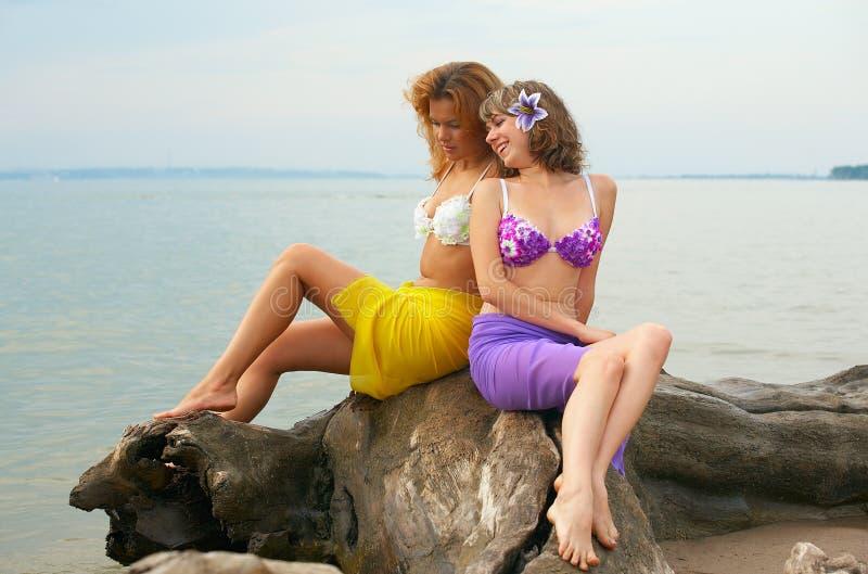 Mädchen auf dem Protokoll lizenzfreie stockfotos