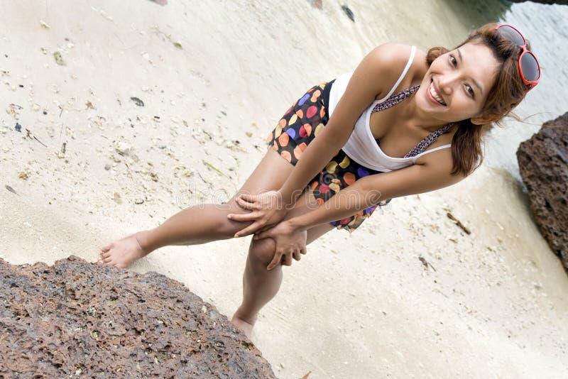 Mädchen auf der Küste lizenzfreie stockfotos