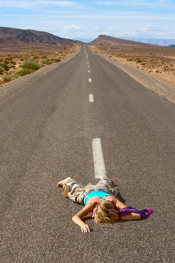 Mädchen auf der Straße stockfoto