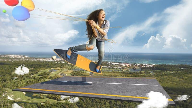 Mädchen auf einem Skateboard, einem Asphalt, Wolken und Ballonen lizenzfreie stockfotografie