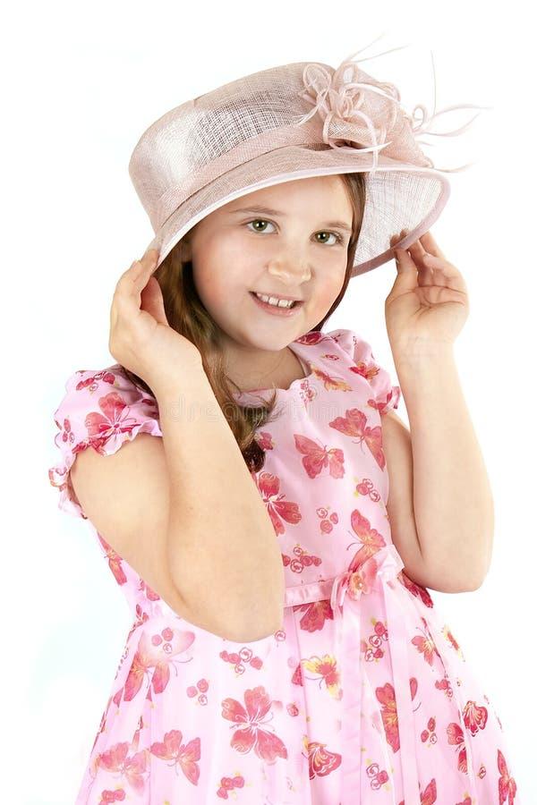 Mädchen auf rosafarbenem Hut lizenzfreies stockfoto
