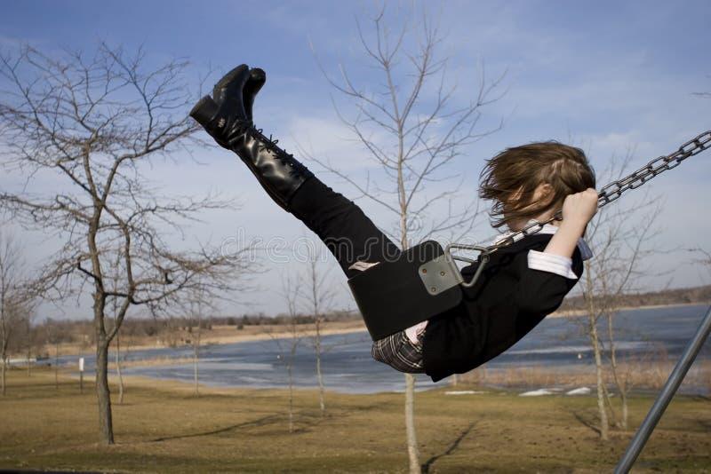 Mädchen auf Schwingen stockfotos