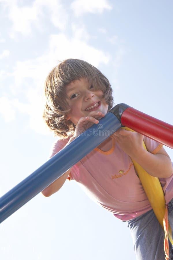 Mädchen auf steigendem Pol 01 stockfoto