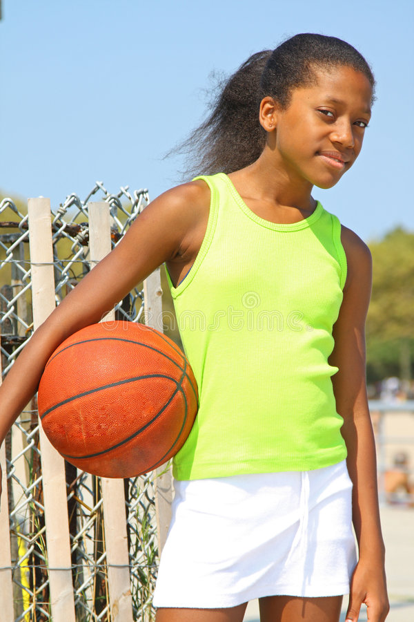 Mädchen-Basketball-Spieler lizenzfreies stockfoto