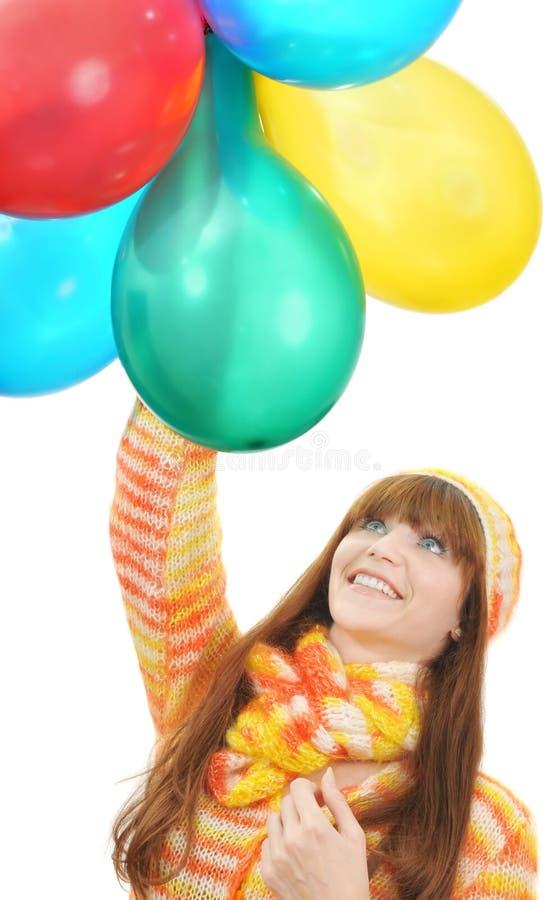 Mädchen betrachtet bewundern den Ballonen lizenzfreie stockfotografie