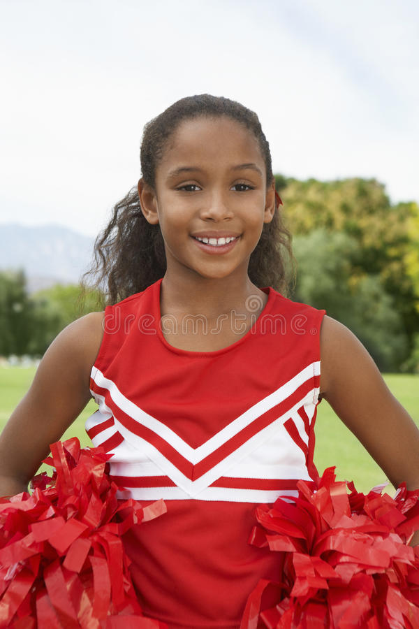 Mädchen-Cheerleader On Soccer Field lizenzfreies stockbild