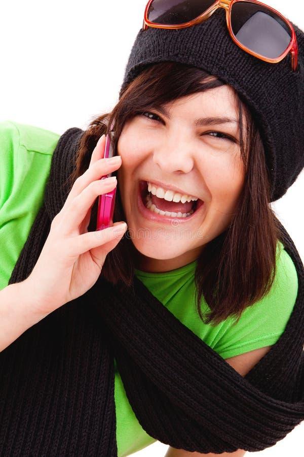 Mädchen, das durch Handy spricht lizenzfreie stockfotos